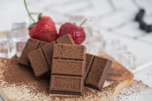 chocolate bars with cocoa powder and strawberries