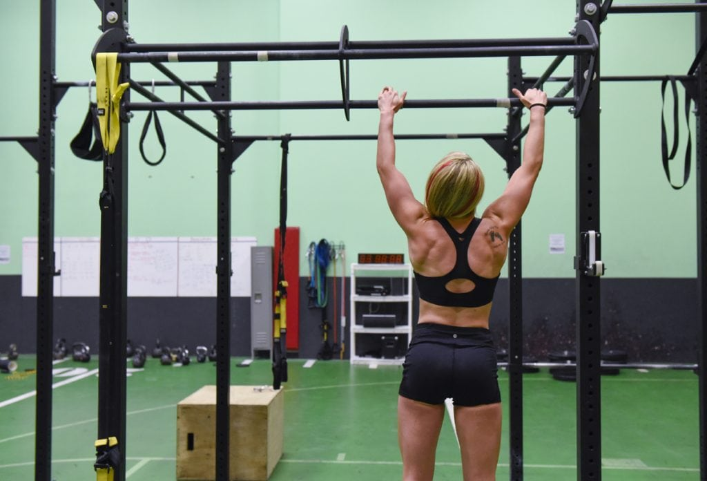 Cassandra Witt works out on pull-uobars