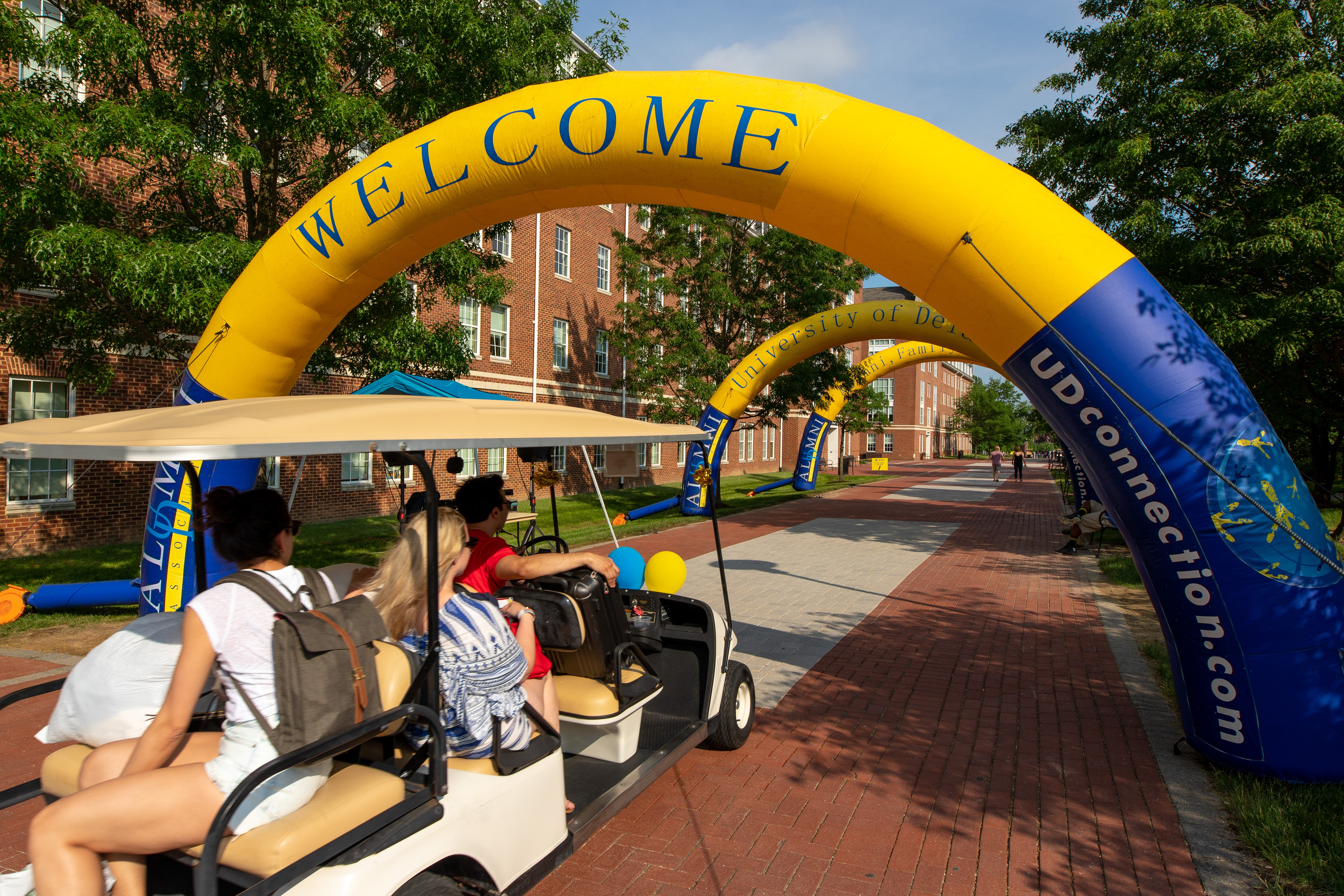 Arrival Survival at Alumni Weekend means you have help moving into the dorm this time