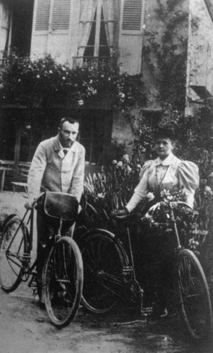 Image of Curie-Portrait-bicycles-1895
