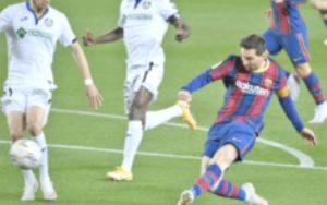 Gana el Barcelona y se aferra a la pelea por la Liga española