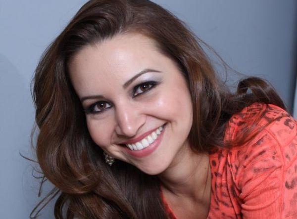 A técnica em enfermagem Juliana Alves Fregni de 33 anos morreu no local do acidente (Foto: Reprodução/Facebook)