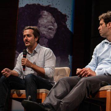 """Da esq. para a dir.: Daniel Diniz (Isobar) e Tonico Novaes (Campus Party Brasil) no painel """"Planejamento Estratégico e Marketing: Para que Serve este Plano de Voo?""""/Foto: Verônica Bertoni/Unibes Cultural"""
