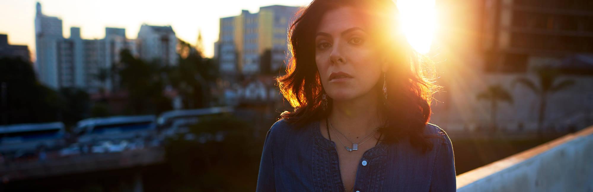 Paula Santisteban apresenta disco de estreia em show; Tiê participa do concerto