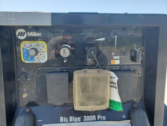 2017 Miller Welders Big Blue 300R Welder