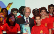 "Messenger of Peace, Michael Douglas, and UN senior officials launch book, ""Action for Disarmament: 10 Things You Can Do!"" in outreach to youth"