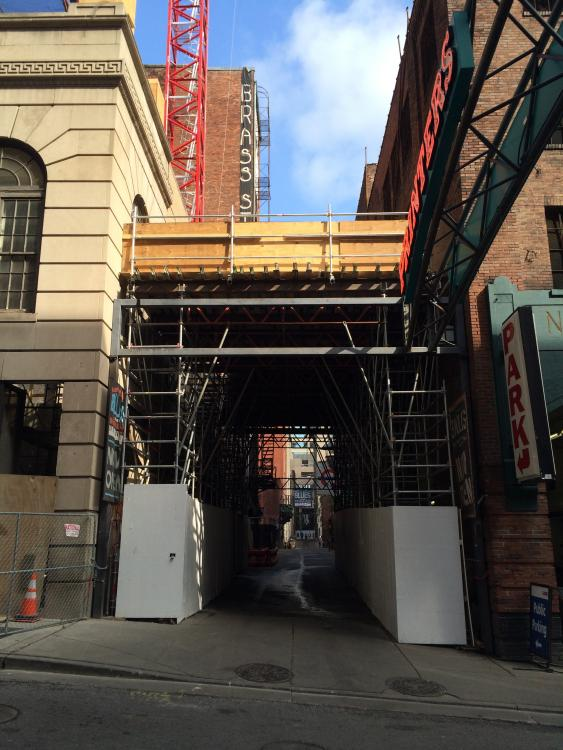 Tribute_Hotel_safety_bridge_over_Printers_Alley,_Aug.JPG