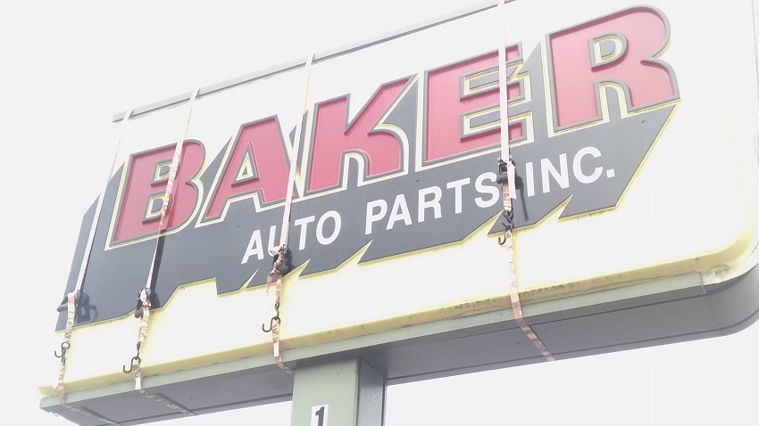 Grand Rapids Auto Parts >> Baker Auto On Alpine Avenue Nw Is Closed For Sale Grand