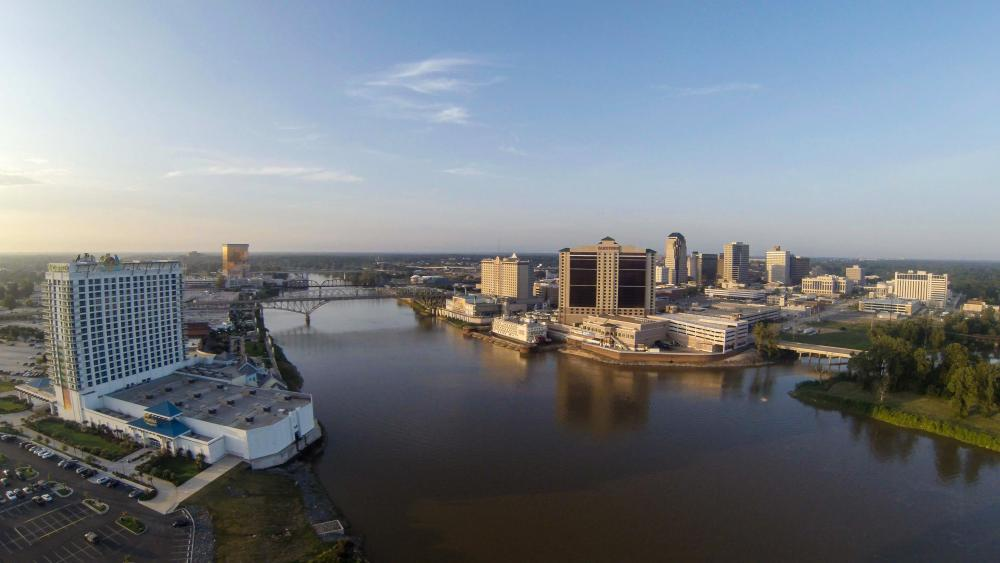 Shreveport-Bossier_City_Skyline_over_Red_River.jpg
