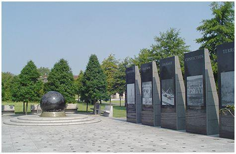 Bicentennial Mall WW II Memorial x.jpg