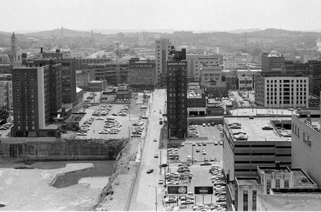 1985 looking west along Commerce St x.png