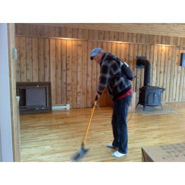 CLEANING RESORT DANCE FLOOR