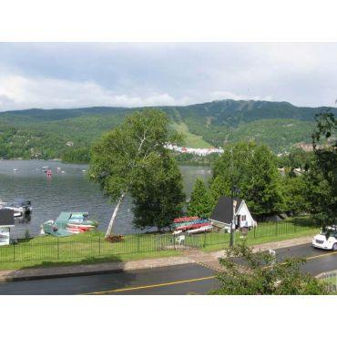 Vue de balcon lac et montagne tremblant