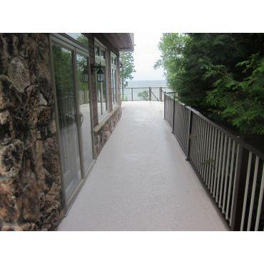 Duradek & aluminum railing glass-mixed