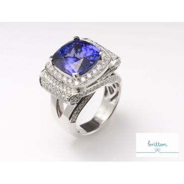 Blue Saphire With Diamonds