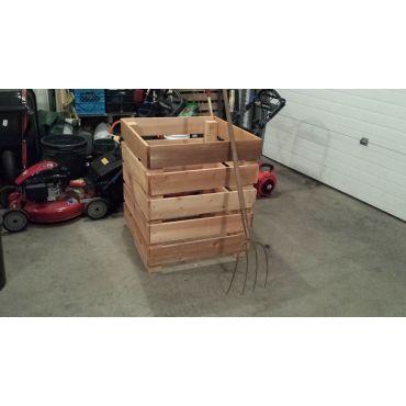 Handmade collapseable cedar composting b