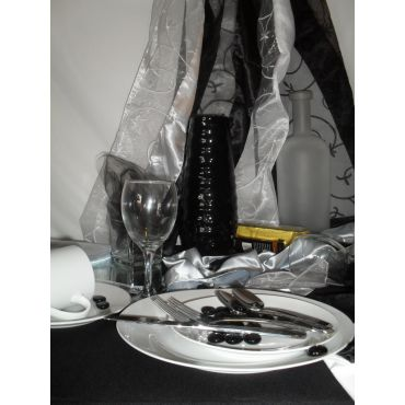 Table linens & decorations available