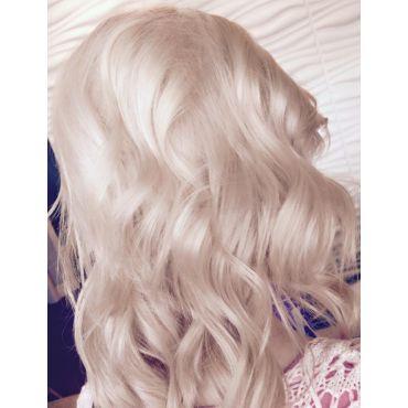 Discover the entire platinum hair colour
