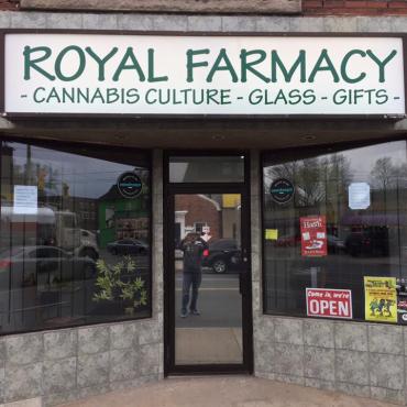 Royal Farmacy Hamilton logo
