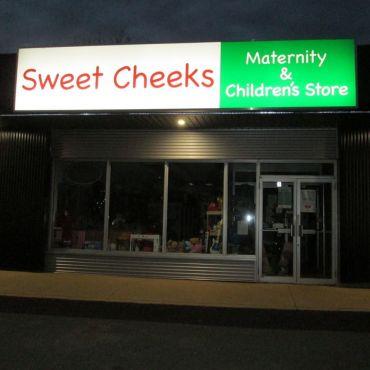 Sweet Cheeks Maternity & Child PROFILE.logo