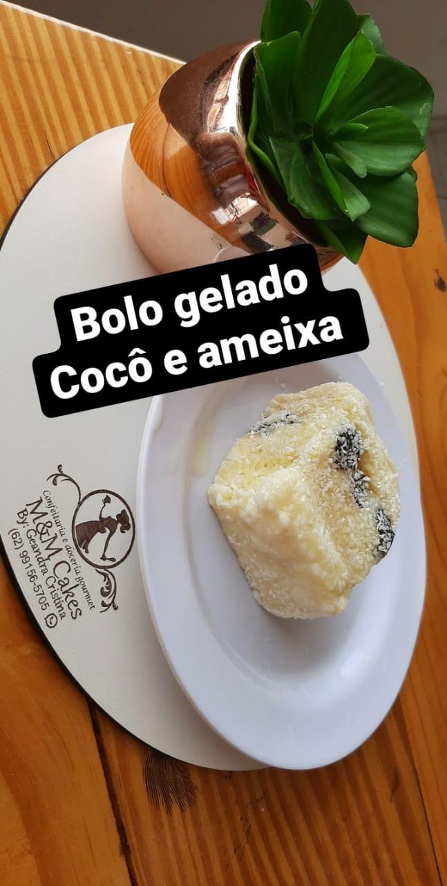 Coco e ameixa-bolo gelado