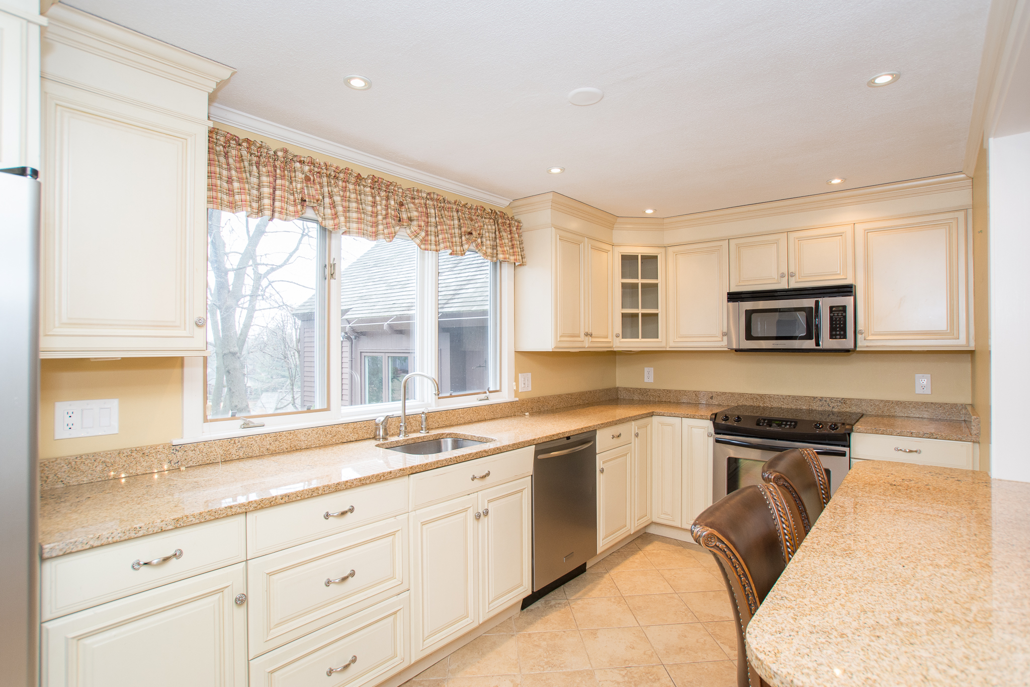 14 Potter Pond, Lexington - Kitchen - Hughes Residential