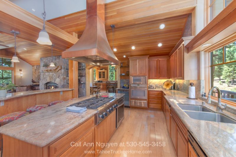 Tahoe Donner Truckee CA Real Estate Properties for Sale - Bring out your inner chef in the impressive gourmet kitchen of this Tahoe Donner home.