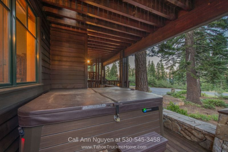Tahoe Donner Truckee CA Homes - Fall in love with the appealing features of this Tahoe Donner CA home.
