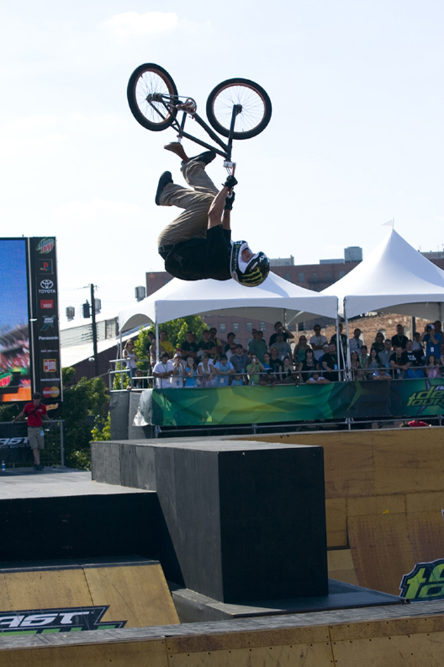 https://s3.amazonaws.com/uploads.bmxmuseum.com/user-images/113257/dave-mirra-submerge-interview-f5f0a005719.jpg