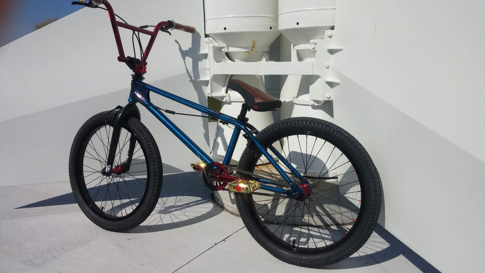 https://s3.amazonaws.com/uploads.bmxmuseum.com/user-images/172379/meltons-cycle-twin-peeks-22-trans-blue-1585c747fa9.jpg