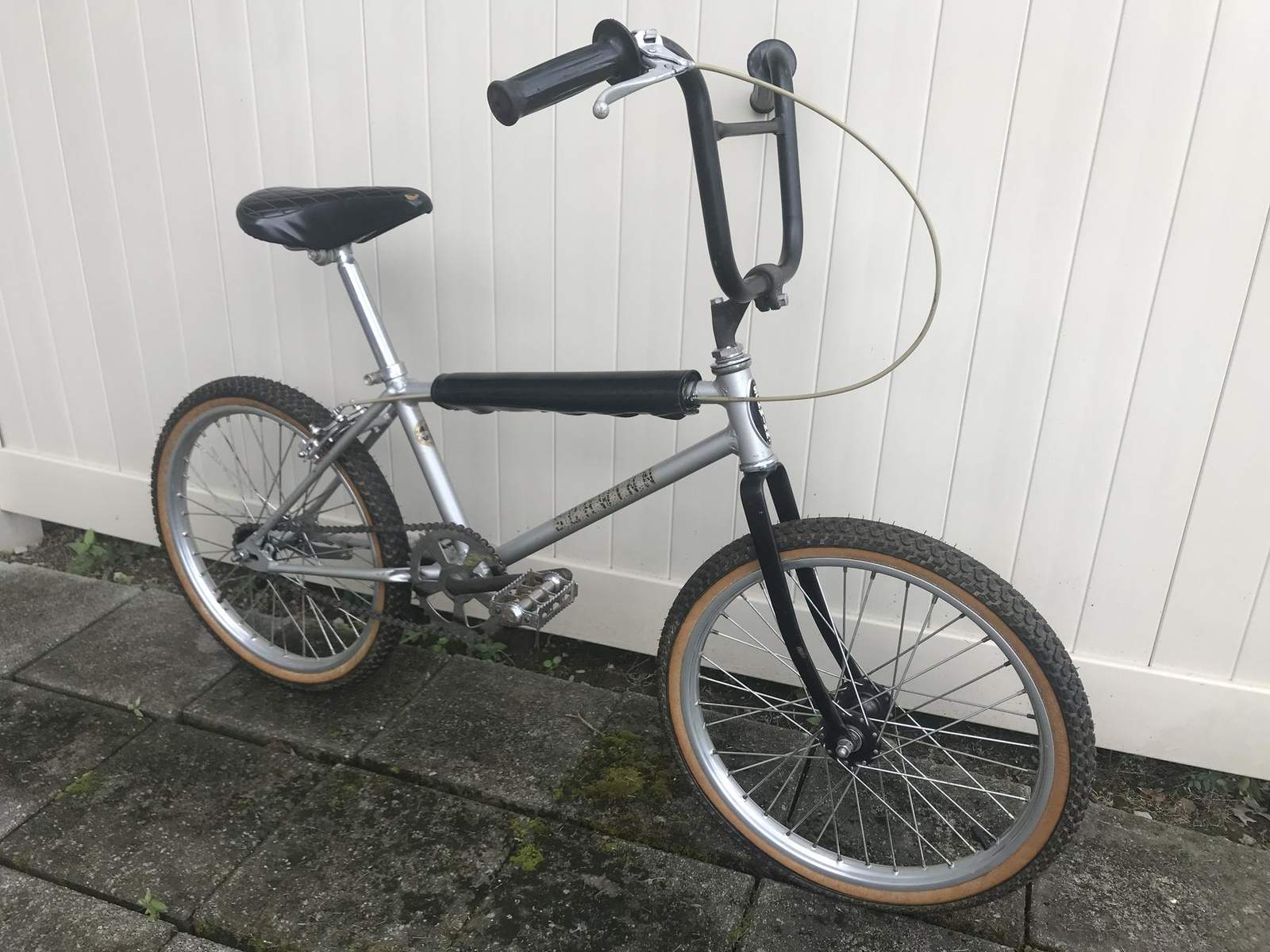 https://s3.amazonaws.com/uploads.bmxmuseum.com/user-images/26696/competition-scrambler5d1b98b92b.jpg