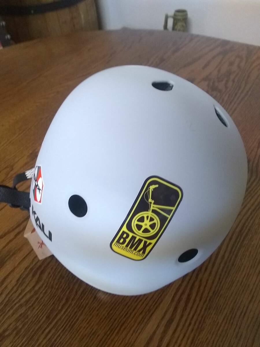 https://s3.amazonaws.com/uploads.bmxmuseum.com/user-images/278478/helmet26042b1936d.jpg