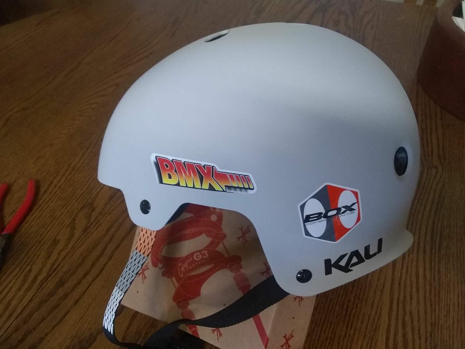 https://s3.amazonaws.com/uploads.bmxmuseum.com/user-images/278478/helmet6042b11cd5.jpg
