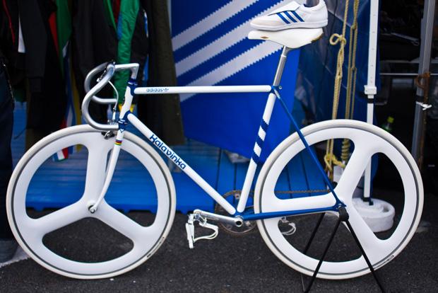 https://s3.amazonaws.com/uploads.bmxmuseum.com/user-images/28501/kalavinka-adidas-originals-bike-samba5c5a57b95c.jpg