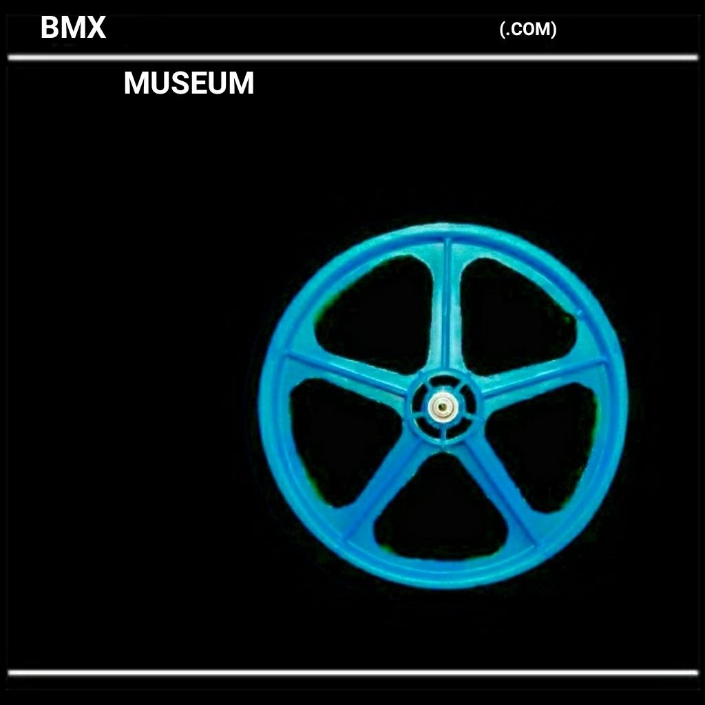 https://s3.amazonaws.com/uploads.bmxmuseum.com/user-images/3032/15668885400325d657984c0.jpg