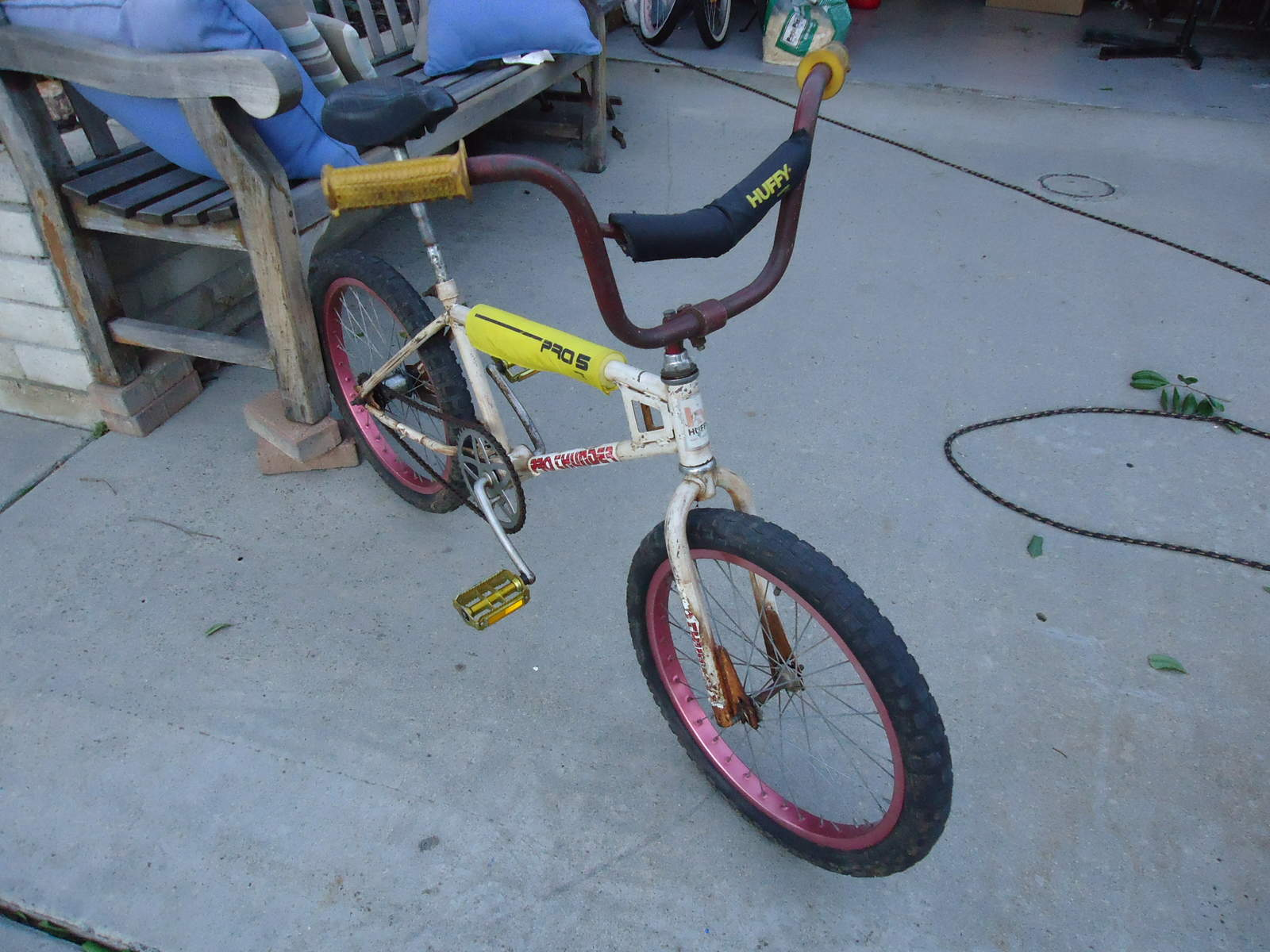 https://s3.amazonaws.com/uploads.bmxmuseum.com/user-images/37413/huffy-00257ea7b168d.jpg
