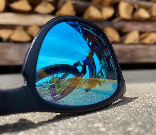 https://s3.amazonaws.com/uploads.bmxmuseum.com/user-images/47558/sunglasses-2609a246d2c.jpg