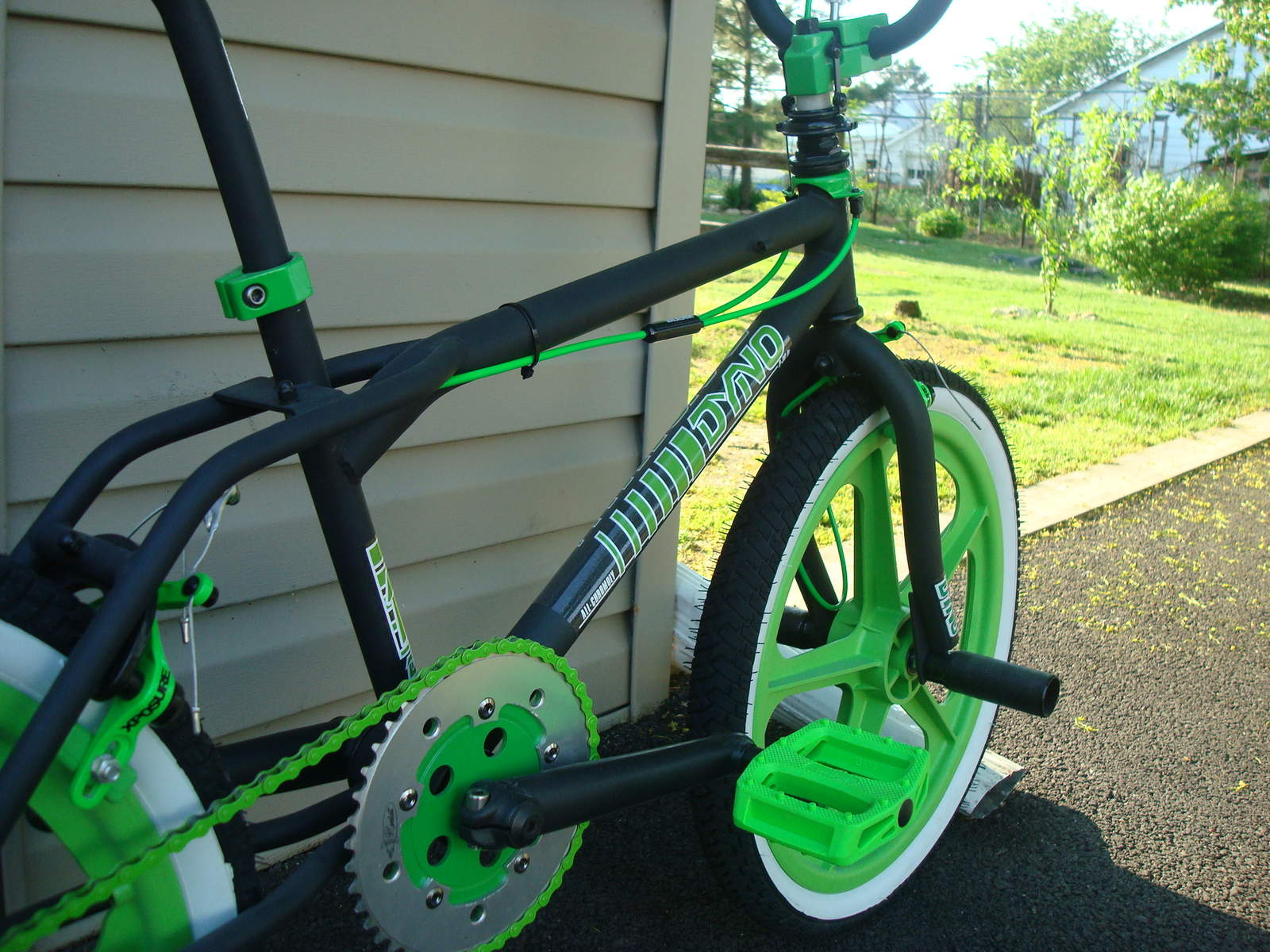 https://s3.amazonaws.com/uploads.bmxmuseum.com/user-images/55127/1985-dyno-d-30---black--green-0185956928a0f.jpg