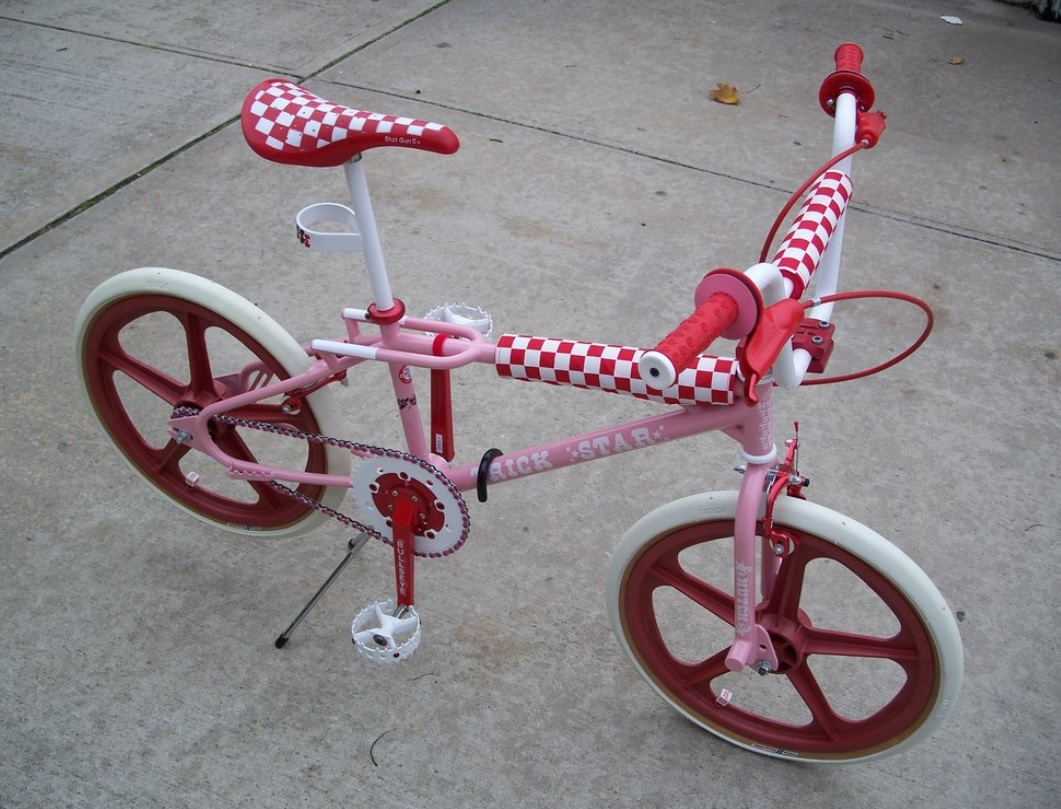 https://s3.amazonaws.com/uploads.bmxmuseum.com/user-images/6845/pink-and-red-hutch5c9d250c52.jpg