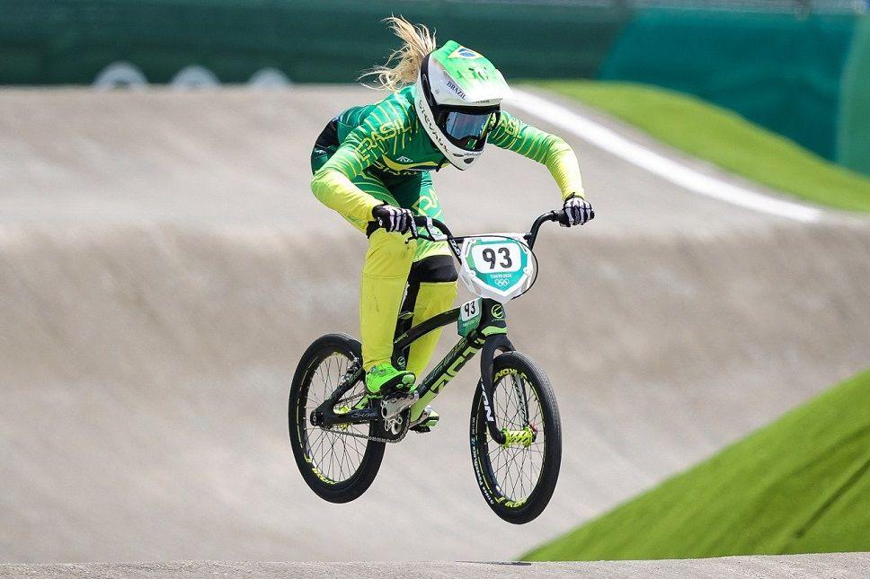 https://s3.amazonaws.com/uploads.bmxmuseum.com/user-images/80817/priscilla-stevaux-ciclismo-bmx-olimpiadas-toquio-2020616a4ace59.jpeg