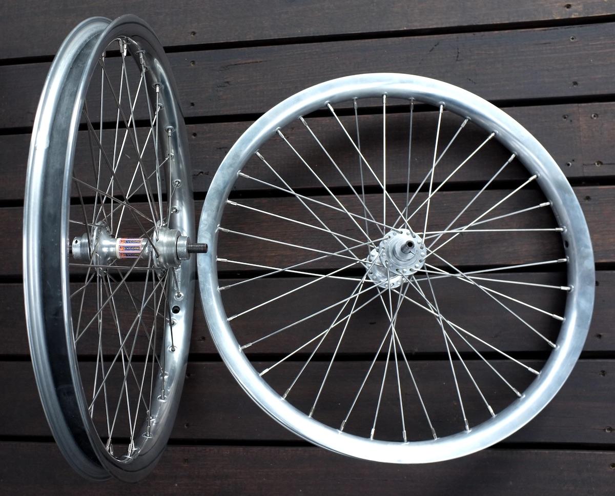 https://s3.amazonaws.com/uploads.bmxmuseum.com/user-images/86164/slingshot-wheels-5614866e8ab.jpg