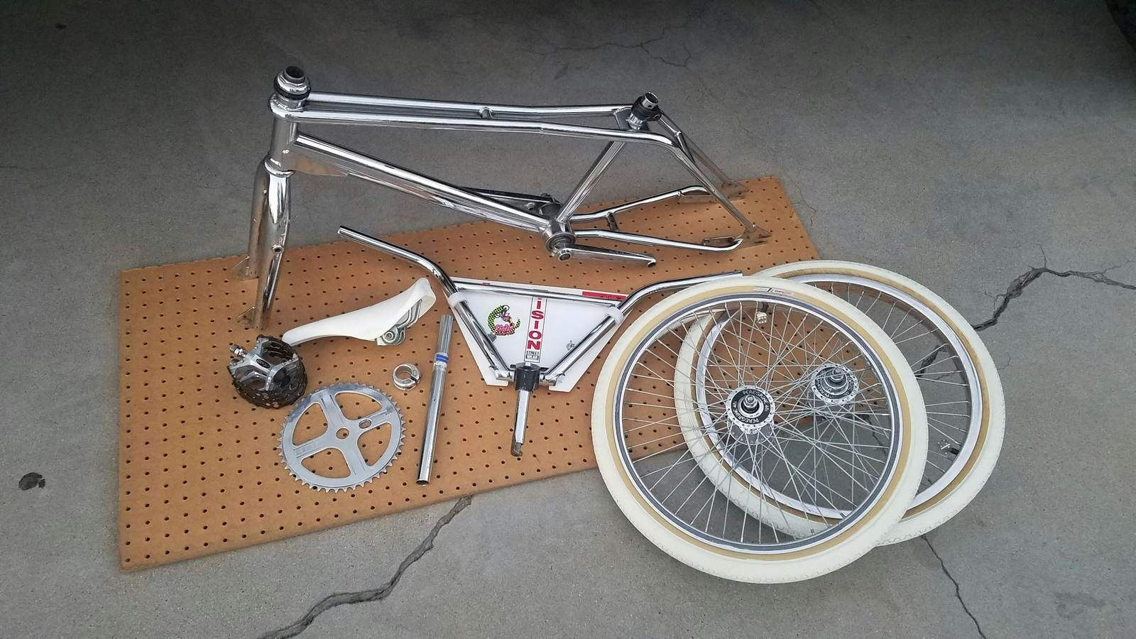 https://s3.amazonaws.com/uploads.bmxmuseum.com/user-images/99538/1172160404e5496.jpeg