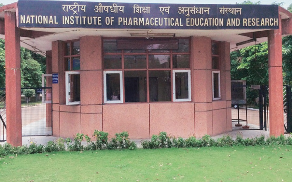 National Institute of Pharmaceutical Education and Research - NIPER Recruitment - 05 Assistant & Section Officer - Apply before 12 January 2018