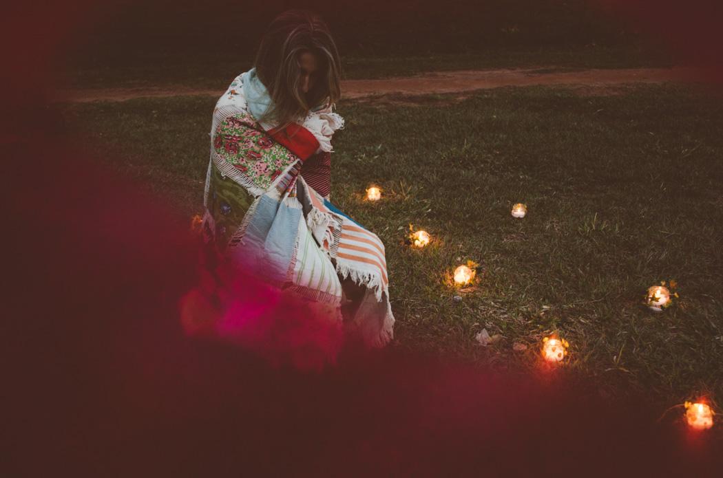 Ensaio fotográfico da Carol Iglesias, no cenário montado dentro da Kombi,