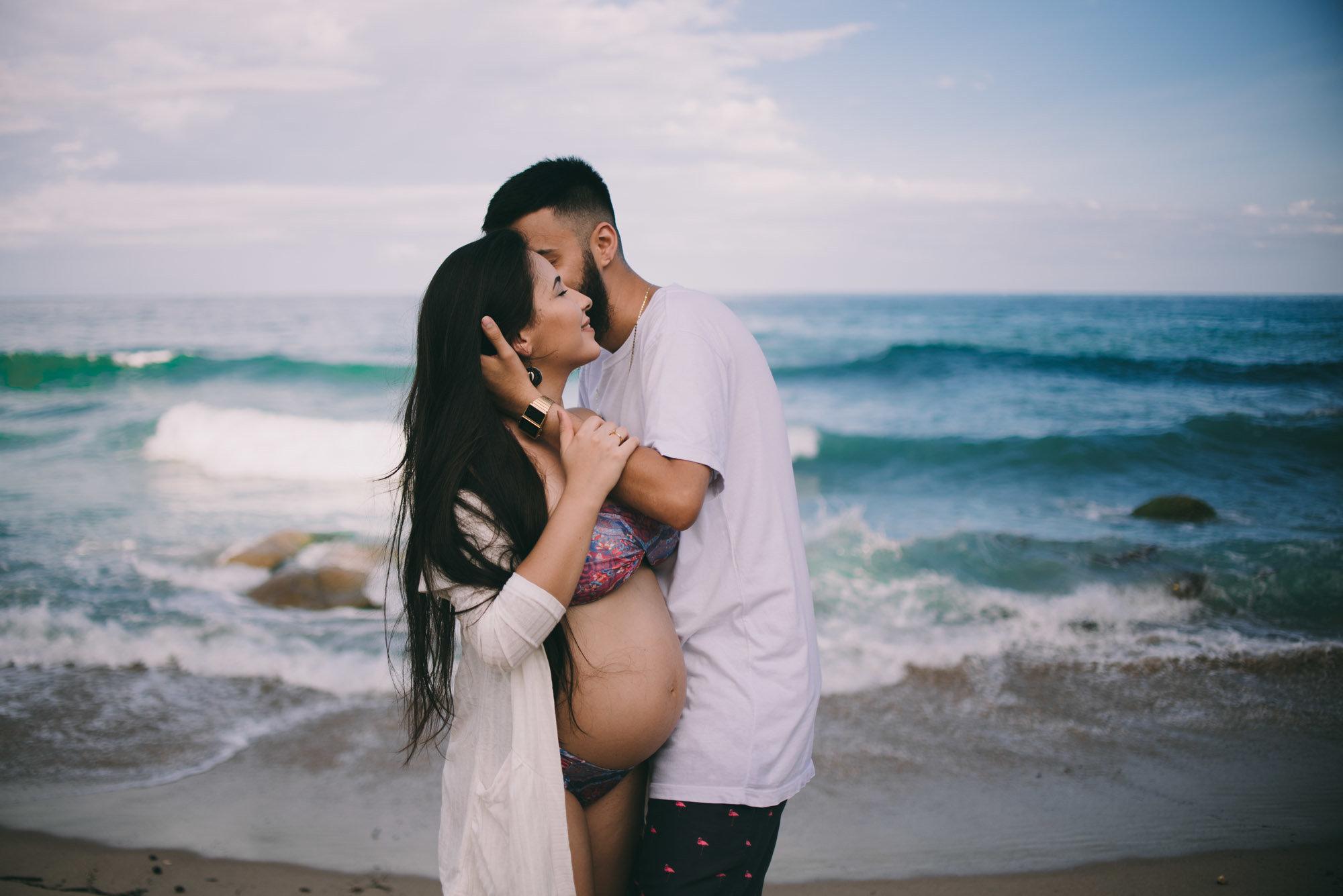 fotos de casal gravidos na praia