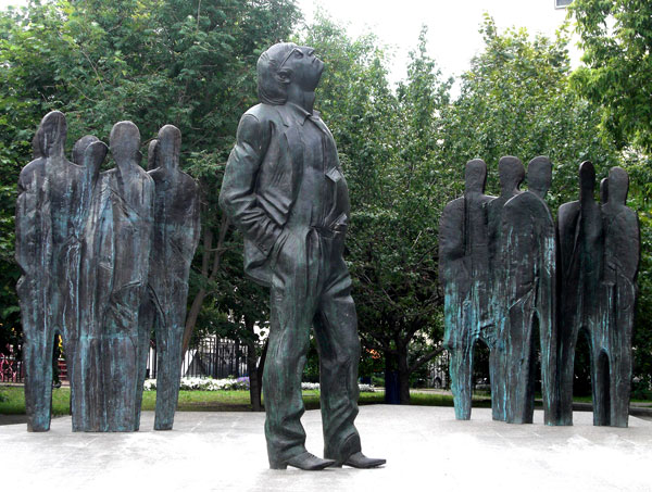 A monument to Brodsky near the U.S. Embassy in Moscow. Source: PhotoXpress