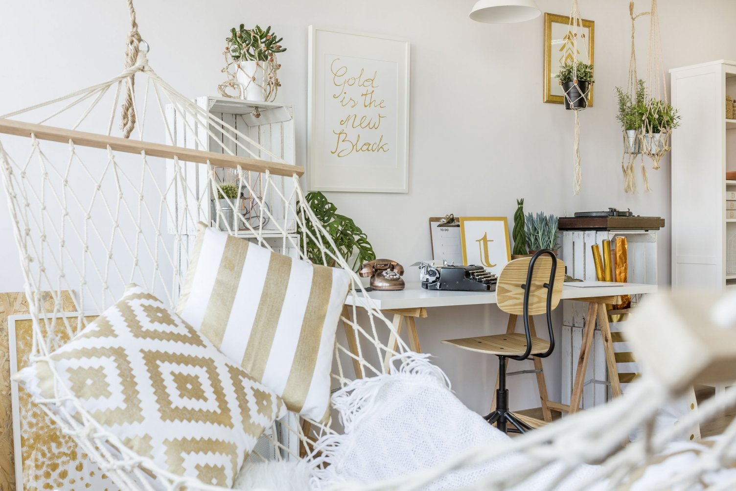 With our everyday decor tips and tricks you can begin to transform your home into the timeless paradise you always wanted. & Everday Decor Tips and Tricks | From the Floors Up