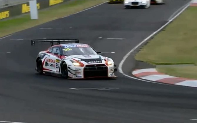 Nissan wins at Australia's 2015 Bathurst