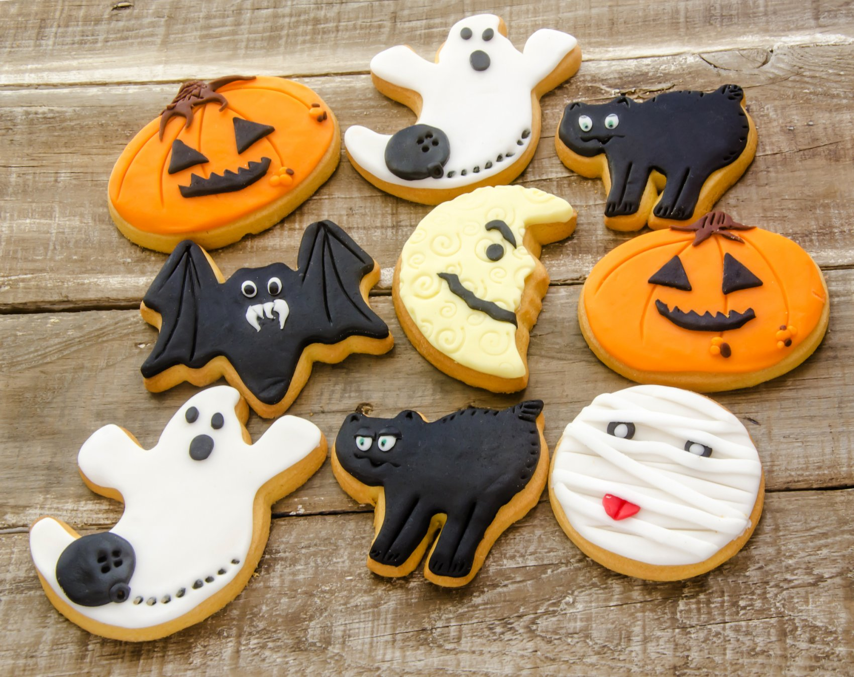 Halloween Frosted Sugar Cookies Recipe - Canny Costumes