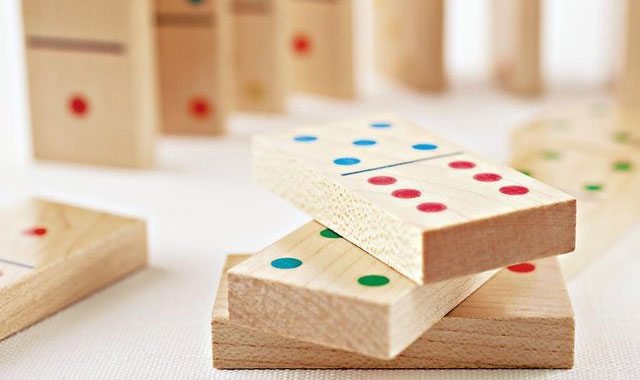 Wooden-Dominoes-the-gadget-flow
